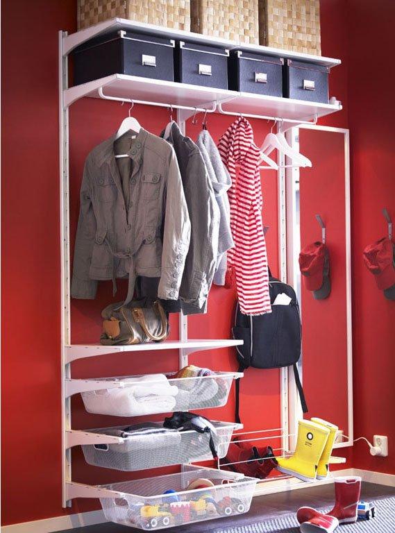 Фотография:  в стиле , Прихожая, Малогабаритная квартира, Советы, «Уютная квартира», вешалки в прихожей, шкаф в коридоре, системы хранения для коридора – фото на INMYROOM
