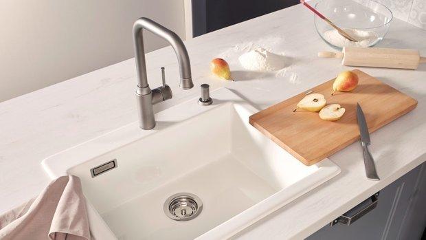 Фотография:  в стиле , Кухня и столовая, Прованс и Кантри, Советы, Blanco, прованс на кухне, керамическая мойка, смеситель, смеситель в стиле кантри, смеситель в стиле прованс, мойка в стиле прованс – фото на INMYROOM