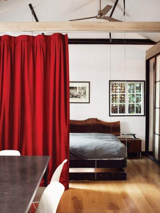 Фотография: Спальня в стиле Современный, Малогабаритная квартира, Квартира, Дома и квартиры, Советы, Мебель-трансформер – фото на INMYROOM