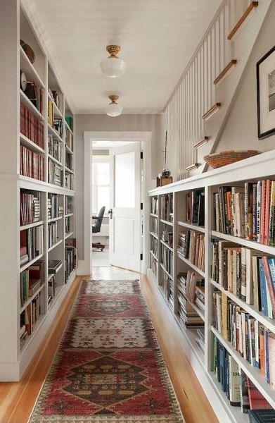 Фотография: Прихожая в стиле Скандинавский, Декор интерьера, Декор, Домашняя библиотека, как разместить книги в интерьере, книги в интерьере – фото на INMYROOM