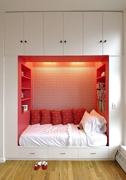 Фотография: Спальня в стиле Современный, Эклектика, Малогабаритная квартира, Квартира, Декор, Советы – фото на INMYROOM