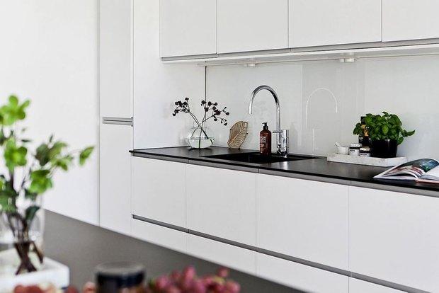 Фотография: Кухня и столовая в стиле , Скандинавский, Декор интерьера, Квартира, Швеция, Мебель и свет, скандинавский интерьер, освещение в квартире, как выбрать освещение для комнаты, 3 комнаты, Более 90 метров – фото на INMYROOM