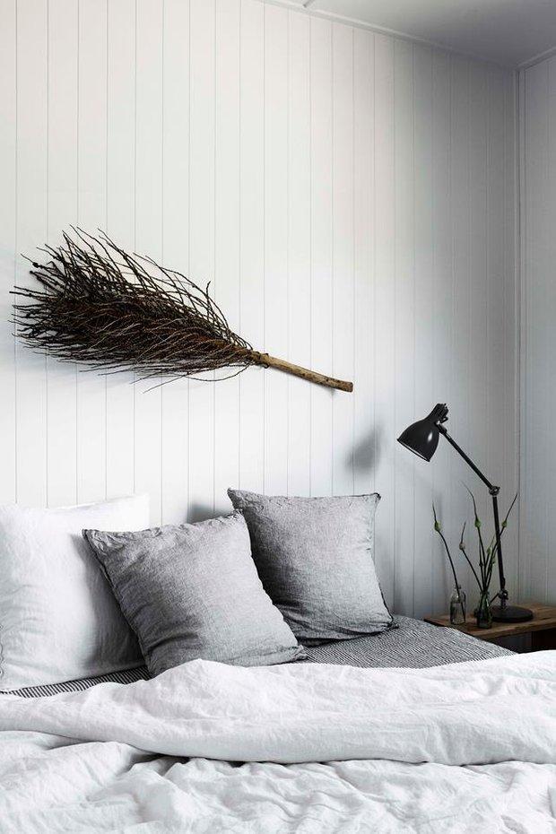 Фотография: Спальня в стиле Скандинавский, Декор интерьера, Дом, Австралия, Белый, Черный, как обустроить дом – фото на INMYROOM