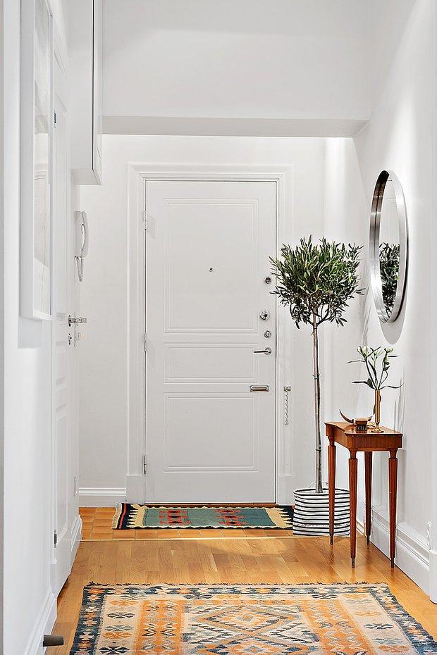Фотография: Прихожая в стиле Скандинавский, Аксессуары, Декор, Мебель и свет, Советы, Белый, белая комната, идеи для белой прихожей – фото на INMYROOM
