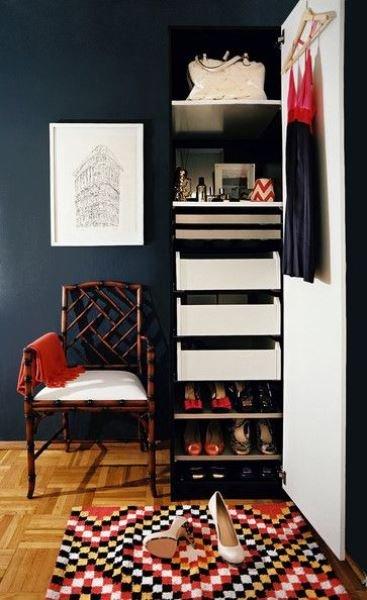 Фотография:  в стиле , Гардеробная, Советы, хранение вещей в малогабаритке, хранение вещей, организация хранения – фото на INMYROOM