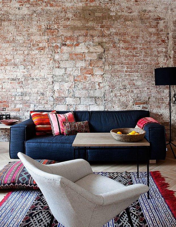 Фотография: Гостиная в стиле Скандинавский, Лофт, Квартира, Цвет в интерьере, Дома и квартиры, Белый, Стена – фото на INMYROOM