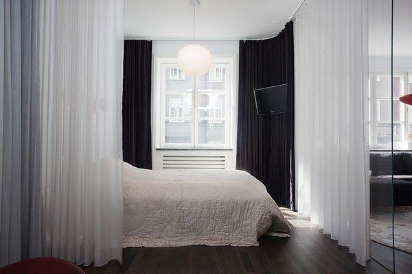 Фотография: Спальня в стиле Скандинавский, Современный, Декор интерьера, Малогабаритная квартира, Квартира, Цвет в интерьере, Дома и квартиры, Советы, Окна – фото на INMYROOM
