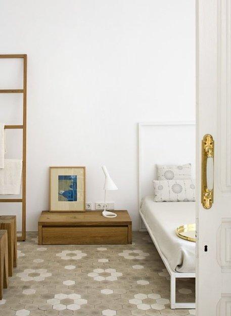 Фотография: Спальня в стиле Минимализм, Интерьер комнат, Кровать, Гардероб, Комод, Пуф, Табурет – фото на INMYROOM