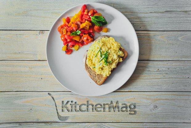 Фотография:  в стиле , Завтрак, Выпекание, Жарить, Кулинарные рецепты, Легкий завтрак, 45 минут, Завтраки, Готовит KitchenMag, Европейская кухня, Простые рецепты, Рецепты на 2015 год, Домашние рецепты, Пошаговые рецепты, Новые рецепты, Рецепты с фото, Как приготовить вкусно?, Средняя сложность, Яйца – фото на INMYROOM