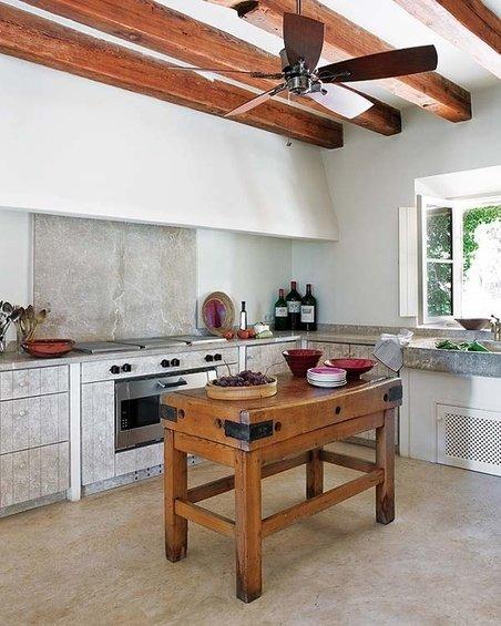 Фотография: Кухня и столовая в стиле Прованс и Кантри, Лофт, Дом, Интерьер комнат – фото на INMYROOM
