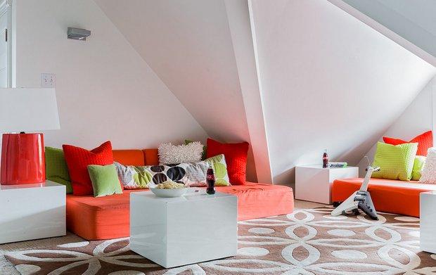 Фотография: Гостиная в стиле Современный, Дом, Чердак, Мансарда – фото на InMyRoom.ru