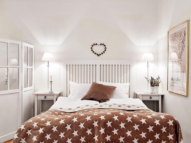 Фотография: Спальня в стиле Классический, Скандинавский, Современный, Малогабаритная квартира, Квартира, Швеция, Цвет в интерьере, Дома и квартиры, Белый, Гетеборг – фото на INMYROOM