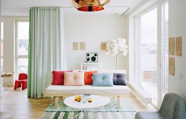 Фотография: Гостиная в стиле Современный, Текстиль, Декор, Цвет в интерьере, Стиль жизни, Советы – фото на INMYROOM