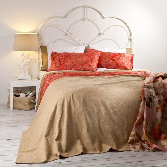 Фотография: Спальня в стиле Современный, Декор интерьера, Цвет в интерьере, Текстиль, Индустрия, Новости, Zara Home, Вышивка – фото на INMYROOM
