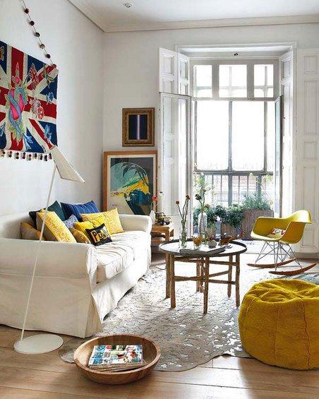 Фотография: Гостиная в стиле Скандинавский, Эклектика, Декор интерьера, Квартира, Цвет в интерьере, Дома и квартиры, Стены – фото на INMYROOM