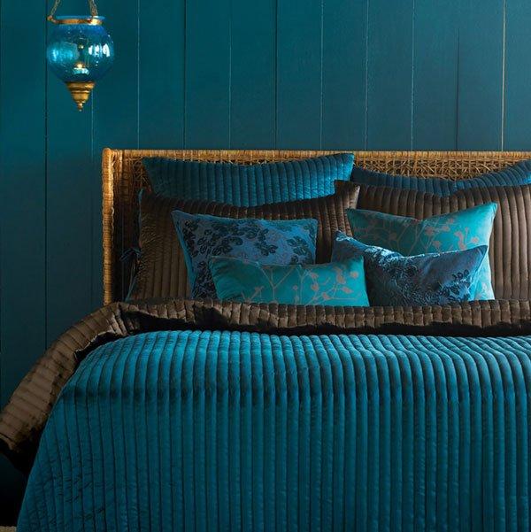 Фотография: Спальня в стиле , Декор интерьера, Дизайн интерьера, Цвет в интерьере, Белый, Серый, Бирюзовый – фото на INMYROOM