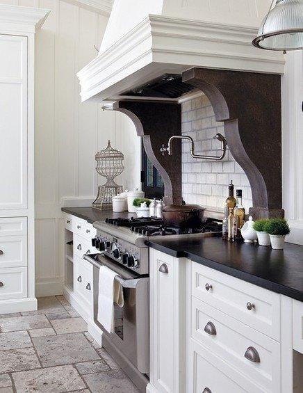 Фотография: Кухня и столовая в стиле Классический, Дом, Интерьер комнат – фото на INMYROOM