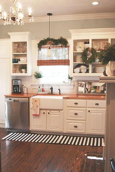 Фотография: Кухня и столовая в стиле Прованс и Кантри, Скандинавский, Интерьер комнат, Полки – фото на INMYROOM