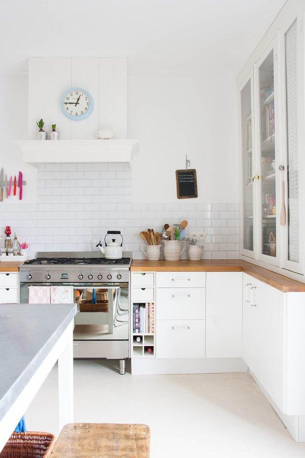 Фотография: Кухня и столовая в стиле Скандинавский, Советы, Белый – фото на InMyRoom.ru