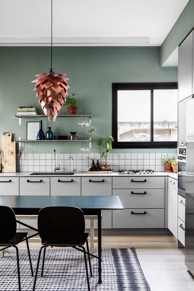 Фотография: Кухня и столовая в стиле Скандинавский, Декор интерьера, Квартира, Зеленый, Розовый, 3 комнаты, 60-90 метров – фото на INMYROOM