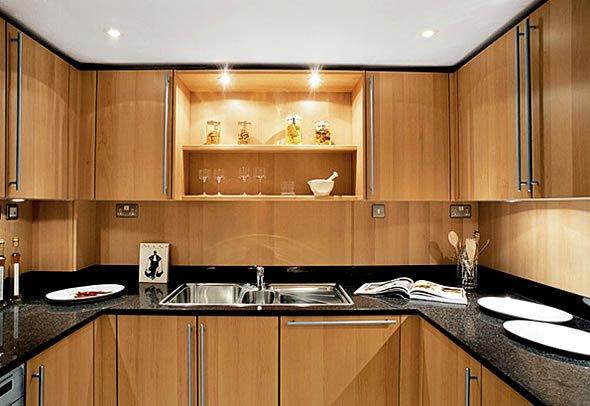 Фотография: Кухня и столовая в стиле Современный, Стиль жизни, Советы, Тема месяца, Кухонный фартук – фото на INMYROOM