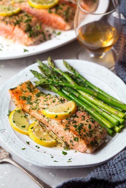 Фотография:  в стиле , Обед, Основное блюдо, Здоровое питание, Рыба, Средиземноморская кухня, Кулинарные рецепты, 30 минут, Просто, Лосось, Запекание – фото на INMYROOM