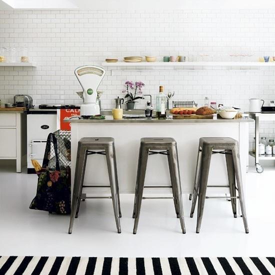 Фотография: Кухня и столовая в стиле Прованс и Кантри, Скандинавский, Декор интерьера, Мебель и свет – фото на INMYROOM