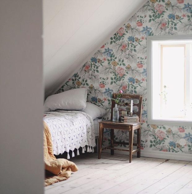 Фотография: Спальня в стиле Прованс и Кантри, Декор интерьера, Дом, Швеция, Дача, Розовый, как оформить летний дом – фото на InMyRoom.ru