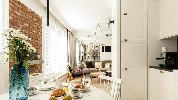 Фотография: Кухня и столовая в стиле Скандинавский, Малогабаритная квартира, Квартира, Польша, дизайн-хаки, идеи для малогабаритки, 2 комнаты, 40-60 метров, Гданьск – фото на INMYROOM