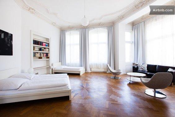 Фотография: Кухня и столовая в стиле Прованс и Кантри, Стиль жизни, Советы, Париж, Airbnb – фото на InMyRoom.ru