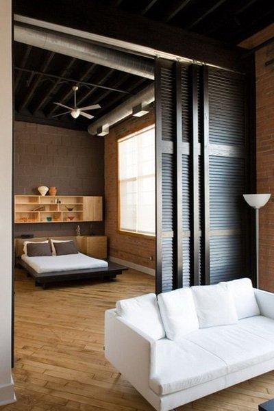 Фотография: Спальня в стиле Лофт, Советы, как совместить спальню с гостиной, как обустроить в одной комнате две зоны, зонирование комнаты – фото на INMYROOM