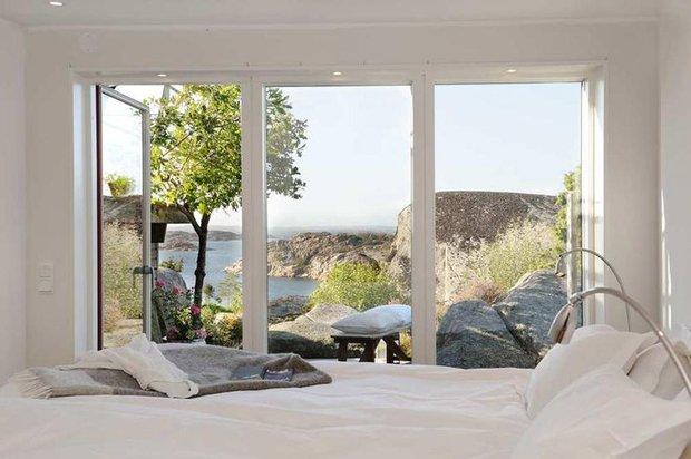 Фотография: Спальня в стиле Скандинавский, Декор интерьера, Советы, Подоконник – фото на INMYROOM