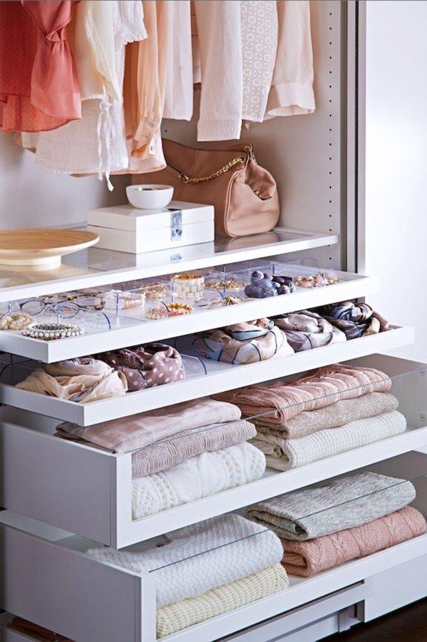 Фотография: Гардеробная в стиле , Советы, Гардероб, уборка, хранение в маленькой гардеробной – фото на INMYROOM
