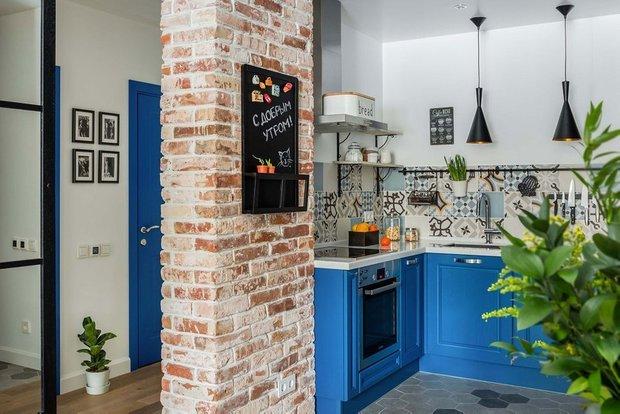 Фотография: Кухня и столовая в стиле Лофт, Гид, кухня в коридоре, OM Design, Мария Черкасова, Маргарита Фомина, STUDIO BAZI – фото на INMYROOM