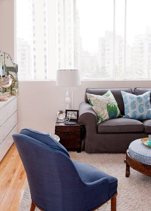 Фотография: Гостиная в стиле Современный, Декор интерьера, Малогабаритная квартира, Квартира, Цвет в интерьере, Дома и квартиры, Стены – фото на INMYROOM