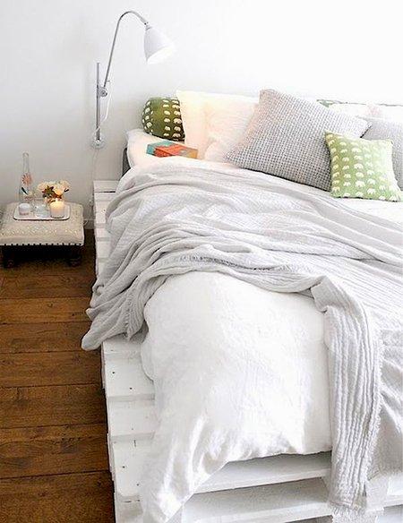 Фотография: Спальня в стиле Скандинавский, Аксессуары, Мебель и свет, Советы, Ремонт на практике – фото на INMYROOM