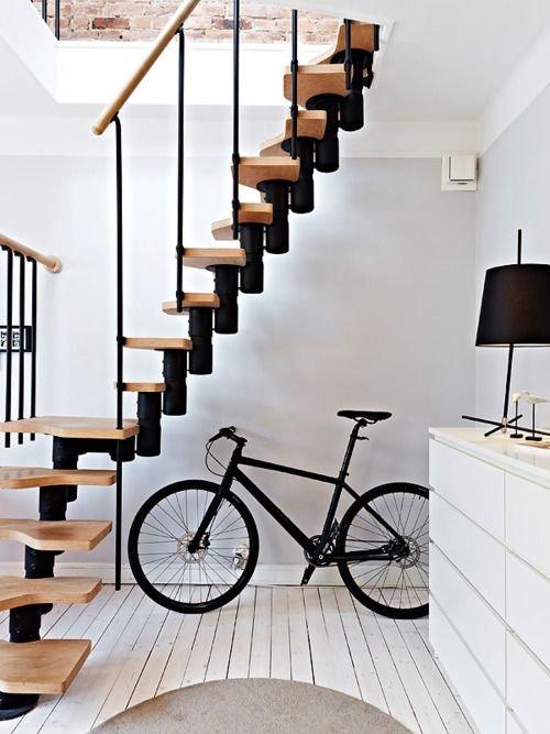 Фотография: Прихожая в стиле Скандинавский, Архитектура, Декор, Мебель и свет, Ремонт на практике, Никита Морозов, освещение для лестницы, какую выбрать лестницу, какие бывают лестницы, прямая лестница, винтовая лестница, лестница на больцах, подвесная лестница, ограждение для лестниц, как украсить лестницу – фото на INMYROOM