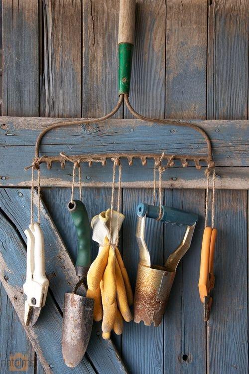 Фотография:  в стиле , Советы, Дом и дача, организация хранения в хозблоке, хранение садового инвентаря, хранение садовых инструментов – фото на INMYROOM