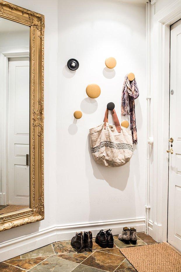 Фотография: Прихожая в стиле Скандинавский, Декор интерьера, Квартира, Швеция, 3 комнаты – фото на INMYROOM