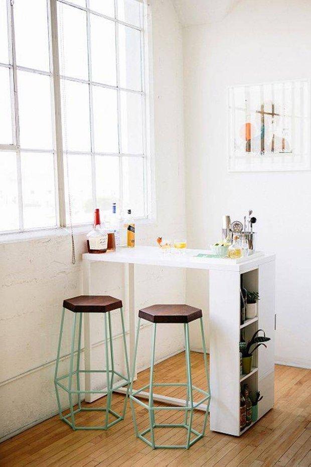 Фотография: Кухня и столовая в стиле Лофт, Малогабаритная квартира, Интерьер комнат – фото на INMYROOM
