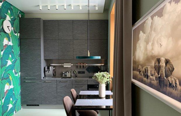 Фотография: Кухня и столовая в стиле Современный, Квартира, Советы, Samsung, 1 комната, до 40 метров, Монолитно-кирпичный, the frame – фото на INMYROOM