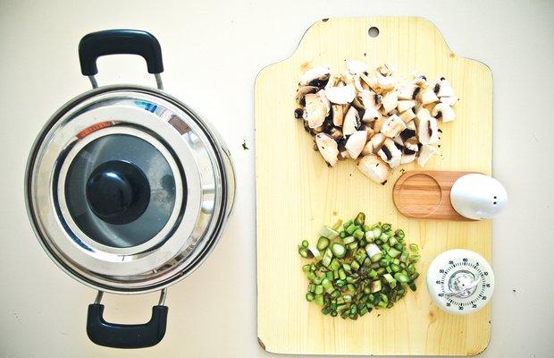 Фотография:  в стиле , Обед, Первое блюдо, Суп, Картофель, Средиземноморская кухня, Кулинарные рецепты, Варить, Грибы, 30 минут – фото на INMYROOM