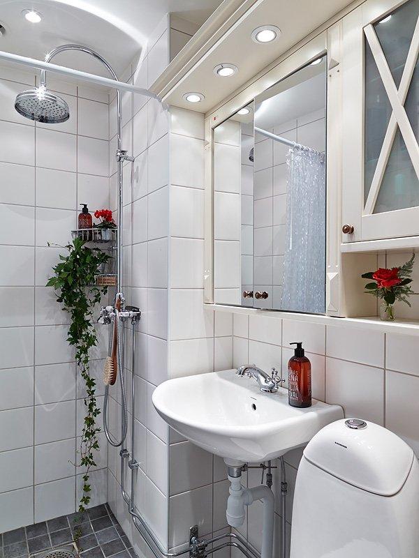 Фотография: Ванная в стиле Скандинавский, Малогабаритная квартира, Квартира, Цвет в интерьере, Дома и квартиры, Белый, Гетеборг, 2 комнаты, 40-60 метров – фото на INMYROOM