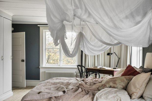 Фотография: Спальня в стиле Прованс и Кантри, Эклектика, Декор интерьера, Дом, Швеция, Винтаж, 4 и больше, Более 90 метров, переделка старого дома – фото на InMyRoom.ru