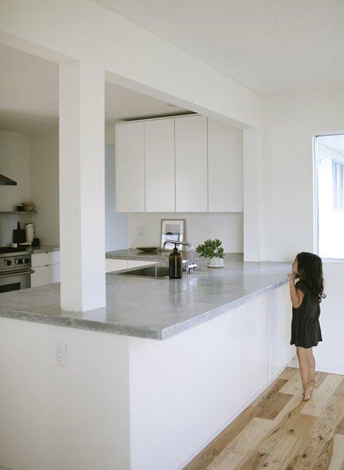 Фотография: Кухня и столовая в стиле Современный, Минимализм, Переделка, ИКЕА, кухня в стиле минимализм, как оформить кухню в стиле минимализм, минималистичная кухня, кухонный гарнитур от ИКЕА, переделка кухни – фото на INMYROOM