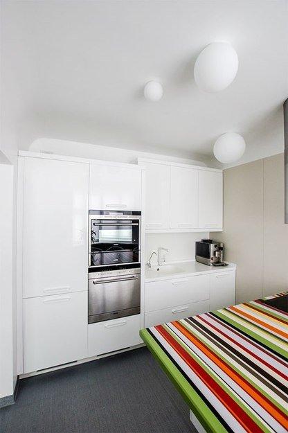 Фотография: Кухня и столовая в стиле Хай-тек, Интерьер комнат, Elle Decoration – фото на INMYROOM