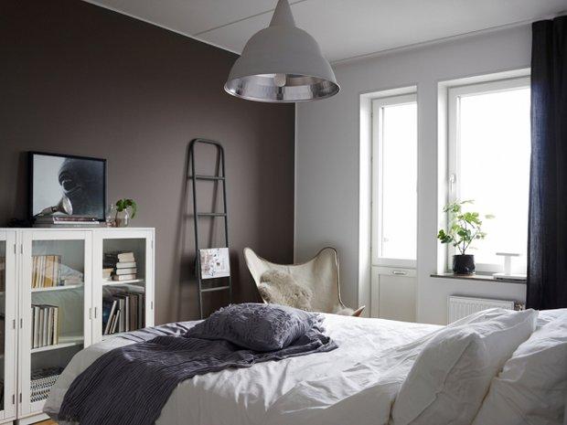 Фотография: Спальня в стиле Минимализм, Скандинавский, Декор интерьера, Квартира, Аксессуары, Мебель и свет, Белый, Черный – фото на INMYROOM