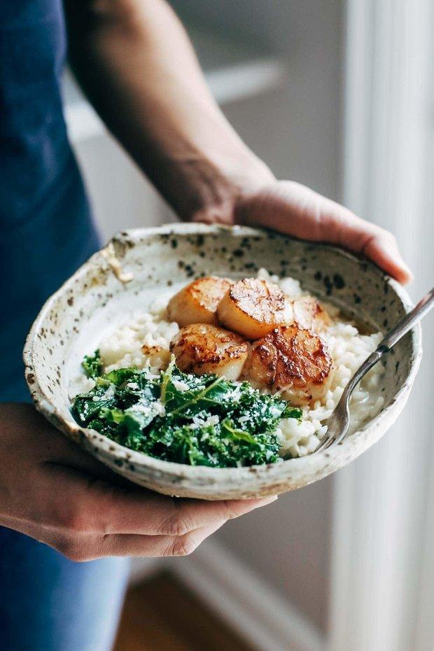 Фотография:  в стиле , Основное блюдо, Тушение, Жарить, Кулинарные рецепты, 30 минут, Рис, Европейская кухня, Просто, Шпинат, Гребешки – фото на INMYROOM
