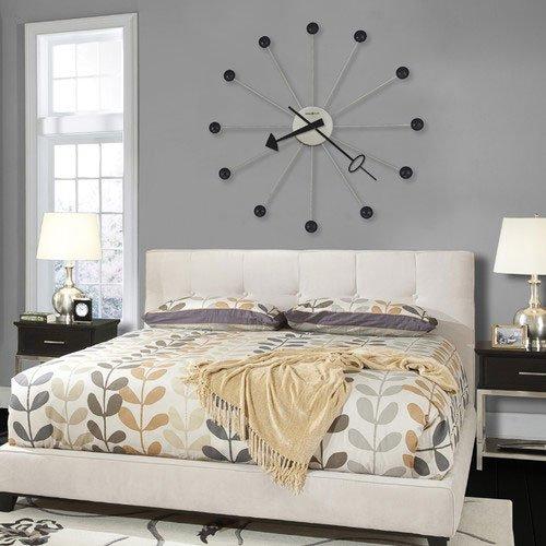 Фотография: Спальня в стиле Классический, Современный, Декор интерьера, Часы, Декор дома – фото на INMYROOM