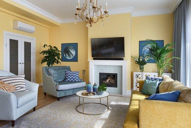 Фотография: Гостиная в стиле Классический, Гид, желтый диван, желтый диван в интерьере – фото на INMYROOM